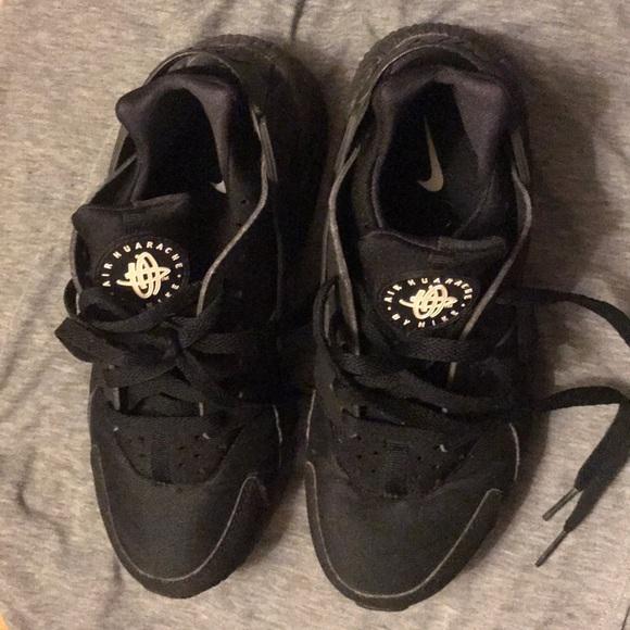 Nike Other - Men Nike black huaraches ,comes in original box